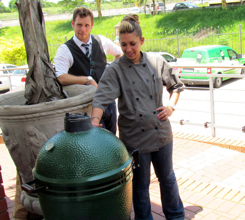 Look, I can touch the Big Green Egg and not burn myself!